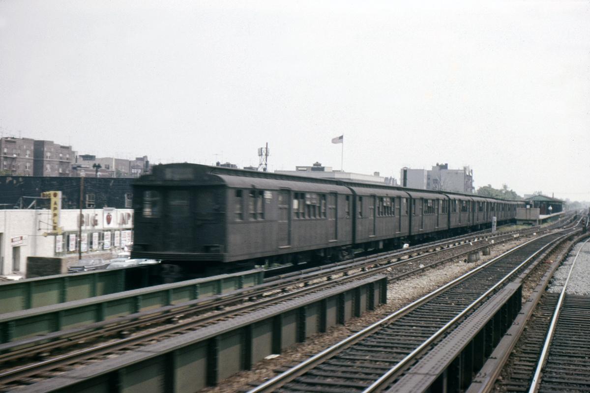 (338k, 1024x683)<br><b>Country:</b> United States<br><b>City:</b> New York<br><b>System:</b> New York City Transit<br><b>Line:</b> BMT Brighton Line<br><b>Location:</b> Kings Highway <br><b>Car:</b> BMT D-Type Triplex 6096 <br><b>Photo by:</b> Ed Davis, Sr.<br><b>Collection of:</b> David Pirmann<br><b>Date:</b> 7/1961<br><b>Viewed (this week/total):</b> 0 / 1921