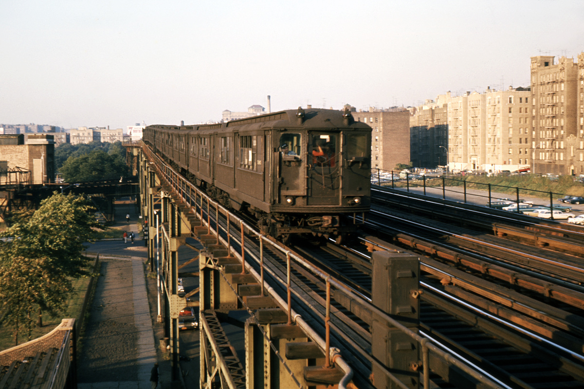 (345k, 1024x683)<br><b>Country:</b> United States<br><b>City:</b> New York<br><b>System:</b> New York City Transit<br><b>Line:</b> IRT Woodlawn Line<br><b>Location:</b> 161st Street/River Avenue (Yankee Stadium) <br><b>Car:</b> Low-V  <br><b>Photo by:</b> Ed Davis, Sr.<br><b>Collection of:</b> David Pirmann<br><b>Date:</b> 2/1964<br><b>Viewed (this week/total):</b> 0 / 2106