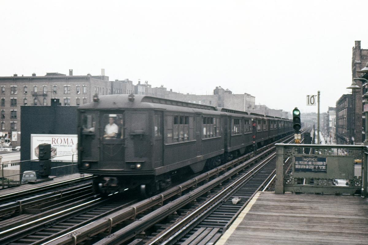 (382k, 1044x714)<br><b>Country:</b> United States<br><b>City:</b> New York<br><b>System:</b> New York City Transit<br><b>Line:</b> IRT White Plains Road Line<br><b>Location:</b> 174th Street <br><b>Car:</b> Low-V  <br><b>Photo by:</b> Ed Davis, Sr.<br><b>Collection of:</b> David Pirmann<br><b>Viewed (this week/total):</b> 4 / 2822