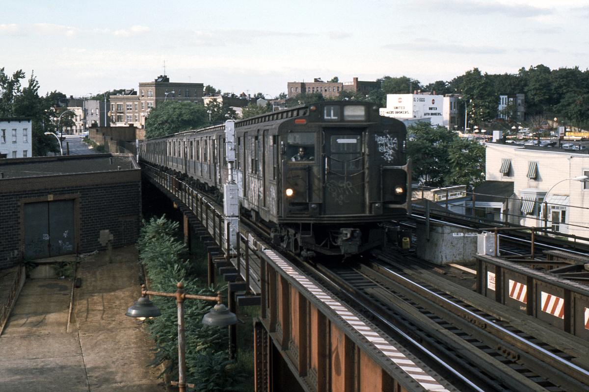 (443k, 1024x683)<br><b>Country:</b> United States<br><b>City:</b> New York<br><b>System:</b> New York City Transit<br><b>Line:</b> BMT Canarsie Line<br><b>Location:</b> Broadway Junction <br><b>Route:</b> LL<br><b>Car:</b> R-1/R-9 Series   <br><b>Photo by:</b> Ed Davis, Sr.<br><b>Collection of:</b> David Pirmann<br><b>Date:</b> 10/1974<br><b>Viewed (this week/total):</b> 0 / 3243