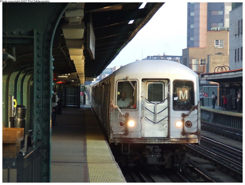 (208k, 1044x788)<br><b>Country:</b> United States<br><b>City:</b> New York<br><b>System:</b> New York City Transit<br><b>Line:</b> BMT Nassau Street/Jamaica Line<br><b>Location:</b> Lorimer Street <br><b>Route:</b> M<br><b>Car:</b> R-42 (St. Louis, 1969-1970)  4828 <br><b>Photo by:</b> John Barnes<br><b>Date:</b> 10/4/2007<br><b>Viewed (this week/total):</b> 1 / 2254