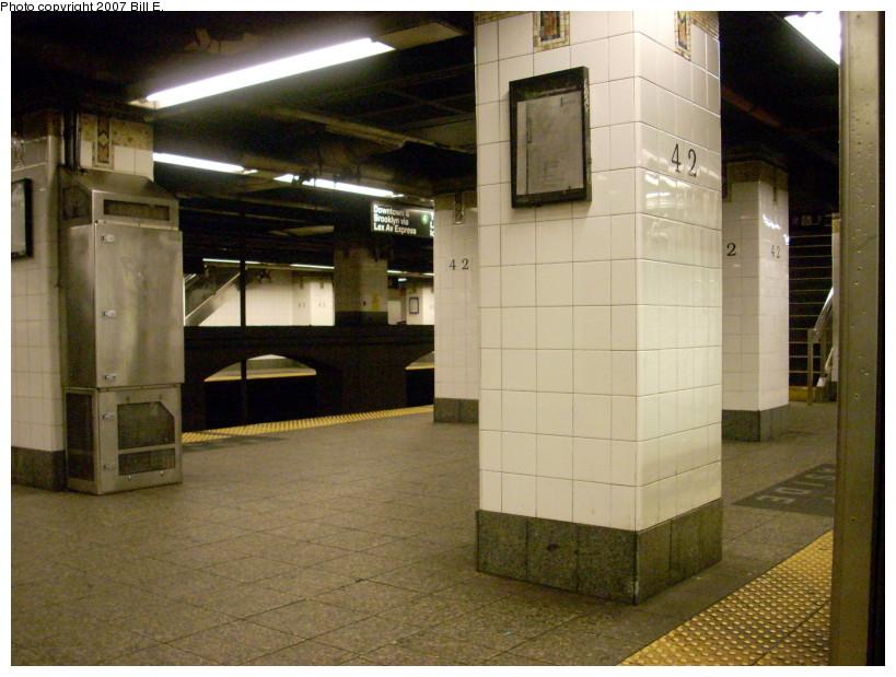 (170k, 819x619)<br><b>Country:</b> United States<br><b>City:</b> New York<br><b>System:</b> New York City Transit<br><b>Line:</b> IRT East Side Line<br><b>Location:</b> Grand Central <br><b>Photo by:</b> Bill E.<br><b>Date:</b> 12/16/2007<br><b>Viewed (this week/total):</b> 2 / 1230