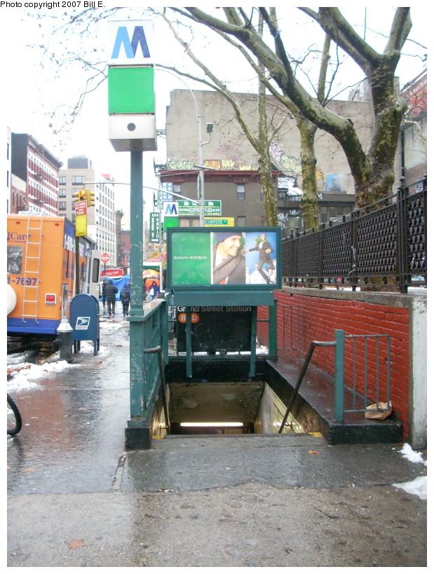 (211k, 619x819)<br><b>Country:</b> United States<br><b>City:</b> New York<br><b>System:</b> New York City Transit<br><b>Line:</b> IND 6th Avenue Line<br><b>Location:</b> Grand Street <br><b>Photo by:</b> Bill E.<br><b>Date:</b> 12/16/2007<br><b>Notes:</b> Station entrance.<br><b>Viewed (this week/total):</b> 0 / 4303