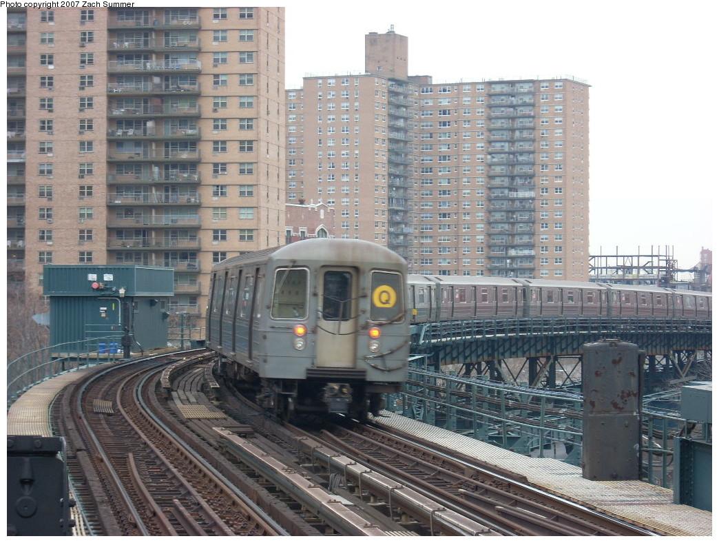 (295k, 1044x788)<br><b>Country:</b> United States<br><b>City:</b> New York<br><b>System:</b> New York City Transit<br><b>Line:</b> BMT Brighton Line<br><b>Location:</b> West 8th Street <br><b>Route:</b> Q<br><b>Car:</b> R-68A (Kawasaki, 1988-1989)  5092 <br><b>Photo by:</b> Zach Summer<br><b>Date:</b> 12/9/2007<br><b>Viewed (this week/total):</b> 0 / 1870