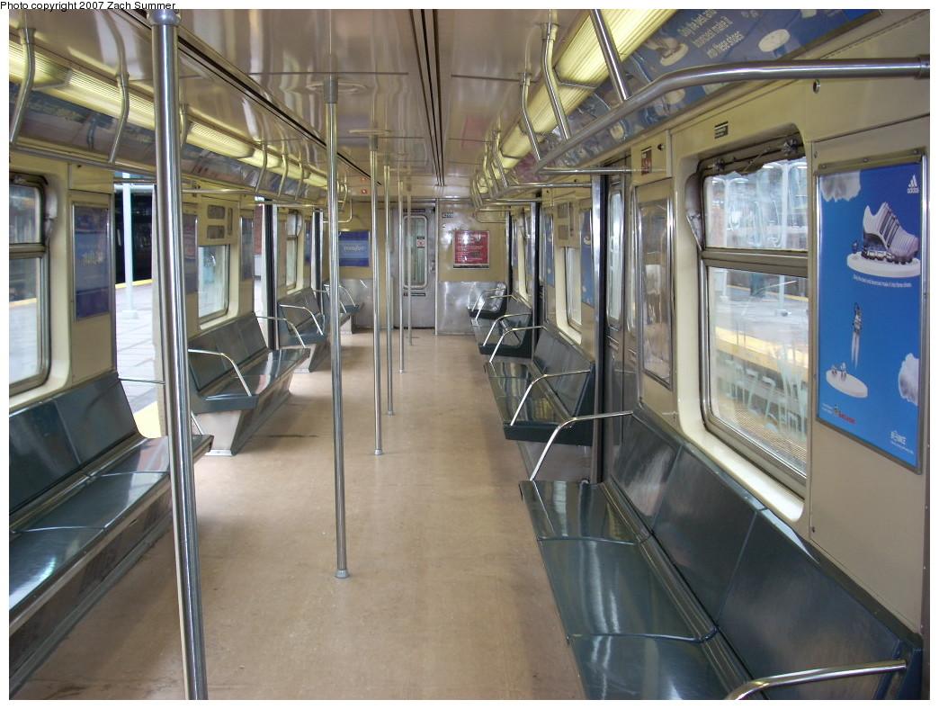 (258k, 1044x788)<br><b>Country:</b> United States<br><b>City:</b> New York<br><b>System:</b> New York City Transit<br><b>Route:</b> Q<br><b>Car:</b> R-40 (St. Louis, 1968)  4262 <br><b>Photo by:</b> Zach Summer<br><b>Date:</b> 12/9/2007<br><b>Viewed (this week/total):</b> 0 / 1512
