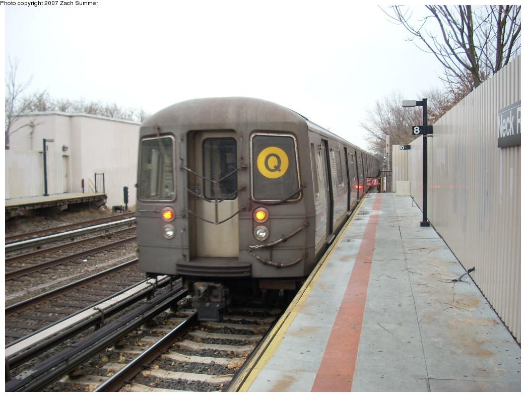 (230k, 1044x788)<br><b>Country:</b> United States<br><b>City:</b> New York<br><b>System:</b> New York City Transit<br><b>Line:</b> BMT Brighton Line<br><b>Location:</b> Neck Road <br><b>Route:</b> Q<br><b>Car:</b> R-68A (Kawasaki, 1988-1989)   <br><b>Photo by:</b> Zach Summer<br><b>Date:</b> 12/9/2007<br><b>Viewed (this week/total):</b> 0 / 1685
