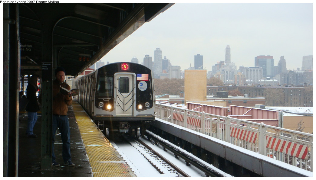 (169k, 1044x596)<br><b>Country:</b> United States<br><b>City:</b> New York<br><b>System:</b> New York City Transit<br><b>Line:</b> BMT Astoria Line<br><b>Location:</b> Queensborough Plaza <br><b>Route:</b> N<br><b>Car:</b> R-160A/R-160B Series (Number Unknown)  <br><b>Photo by:</b> Danny Molina<br><b>Date:</b> 12/3/2007<br><b>Viewed (this week/total):</b> 1 / 2432