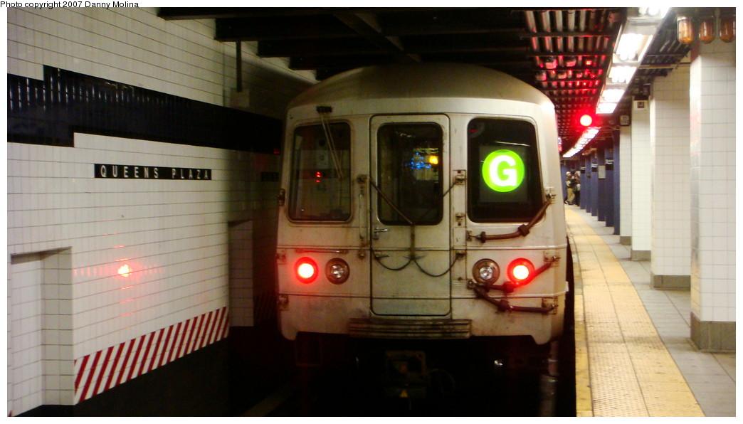 (168k, 1044x596)<br><b>Country:</b> United States<br><b>City:</b> New York<br><b>System:</b> New York City Transit<br><b>Line:</b> IND Queens Boulevard Line<br><b>Location:</b> Queens Plaza <br><b>Route:</b> G<br><b>Car:</b> R-46 (Pullman-Standard, 1974-75)  <br><b>Photo by:</b> Danny Molina<br><b>Date:</b> 12/3/2007<br><b>Viewed (this week/total):</b> 1 / 2013