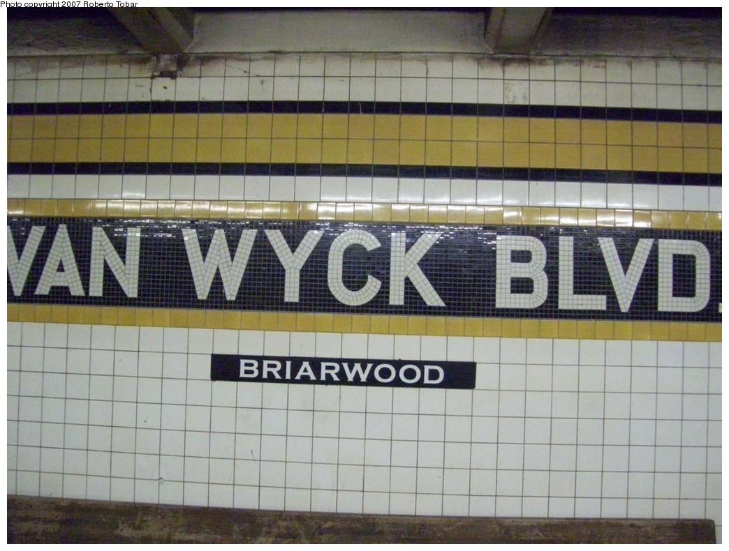 (213k, 1044x790)<br><b>Country:</b> United States<br><b>City:</b> New York<br><b>System:</b> New York City Transit<br><b>Line:</b> IND Queens Boulevard Line<br><b>Location:</b> Briarwood/Van Wyck Boulevard <br><b>Photo by:</b> Roberto C. Tobar<br><b>Date:</b> 12/14/2007<br><b>Viewed (this week/total):</b> 3 / 1538