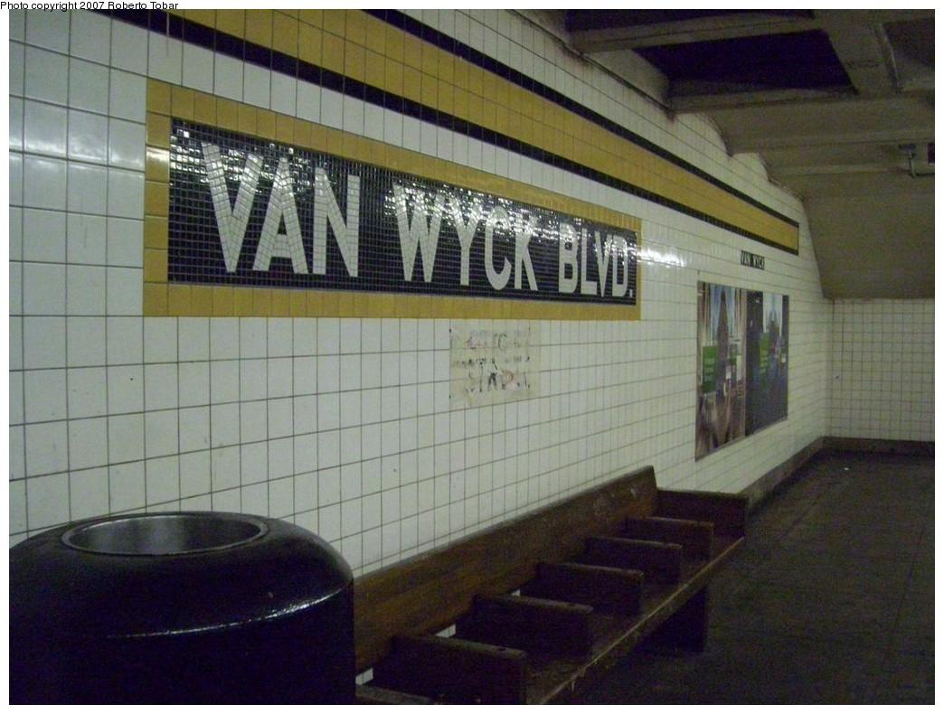 (208k, 1044x790)<br><b>Country:</b> United States<br><b>City:</b> New York<br><b>System:</b> New York City Transit<br><b>Line:</b> IND Queens Boulevard Line<br><b>Location:</b> Briarwood/Van Wyck Boulevard <br><b>Photo by:</b> Roberto C. Tobar<br><b>Date:</b> 12/14/2007<br><b>Viewed (this week/total):</b> 7 / 1448
