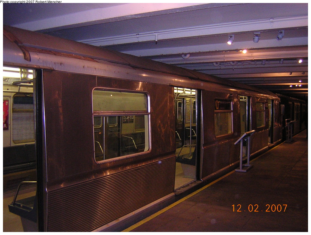 (282k, 1044x788)<br><b>Country:</b> United States<br><b>City:</b> New York<br><b>System:</b> New York City Transit<br><b>Location:</b> New York Transit Museum<br><b>Car:</b> R-40 (St. Louis, 1968)  4193 <br><b>Photo by:</b> Robert Mencher<br><b>Date:</b> 12/2/2007<br><b>Viewed (this week/total):</b> 8 / 2821