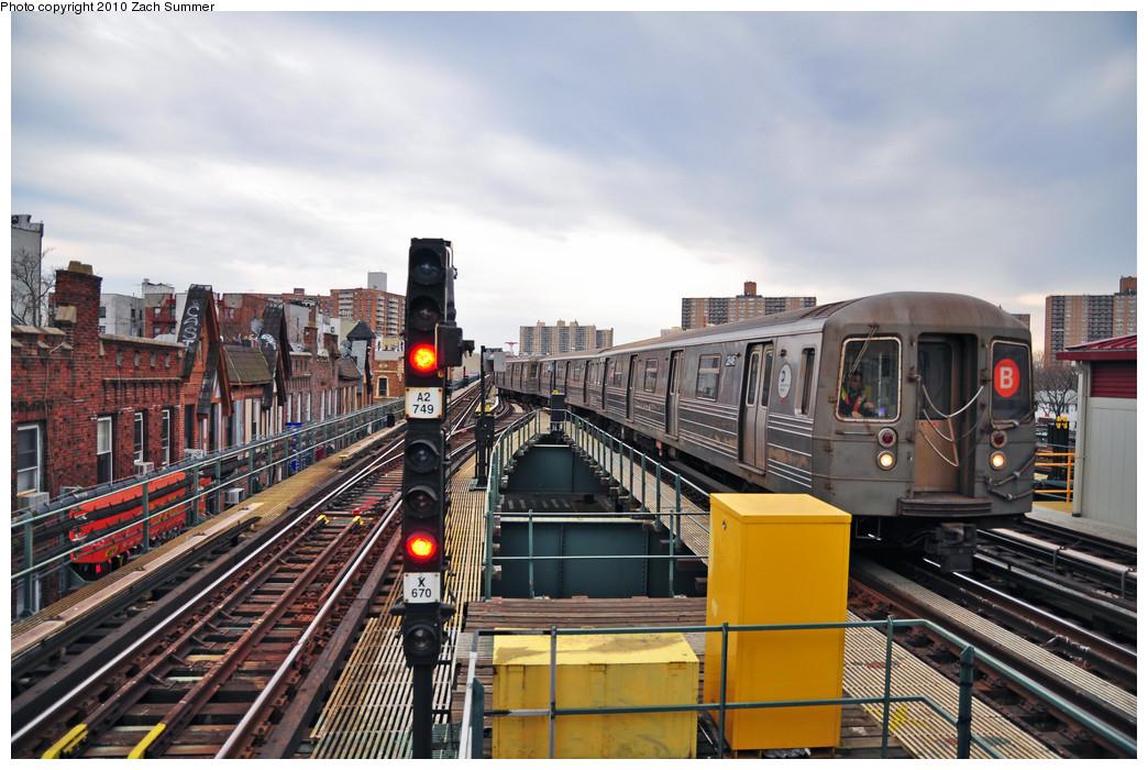 (268k, 1044x700)<br><b>Country:</b> United States<br><b>City:</b> New York<br><b>System:</b> New York City Transit<br><b>Line:</b> BMT Brighton Line<br><b>Location:</b> Brighton Beach <br><b>Route:</b> B Put-In<br><b>Car:</b> R-68 (Westinghouse-Amrail, 1986-1988)  2846 <br><b>Photo by:</b> Zach Summer<br><b>Date:</b> 3/10/2010<br><b>Viewed (this week/total):</b> 1 / 1436