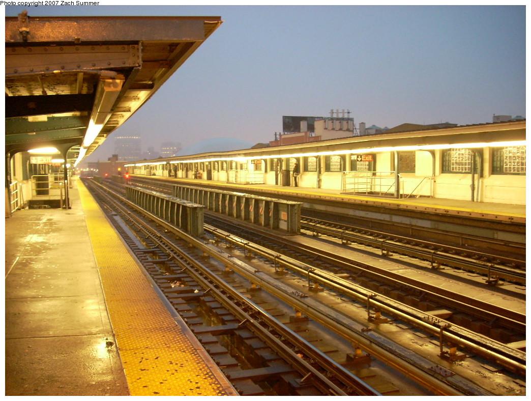 (286k, 1044x788)<br><b>Country:</b> United States<br><b>City:</b> New York<br><b>System:</b> New York City Transit<br><b>Line:</b> IRT Flushing Line<br><b>Location:</b> 33rd Street/Rawson Street <br><b>Photo by:</b> Zach Summer<br><b>Date:</b> 12/10/2007<br><b>Viewed (this week/total):</b> 0 / 1186