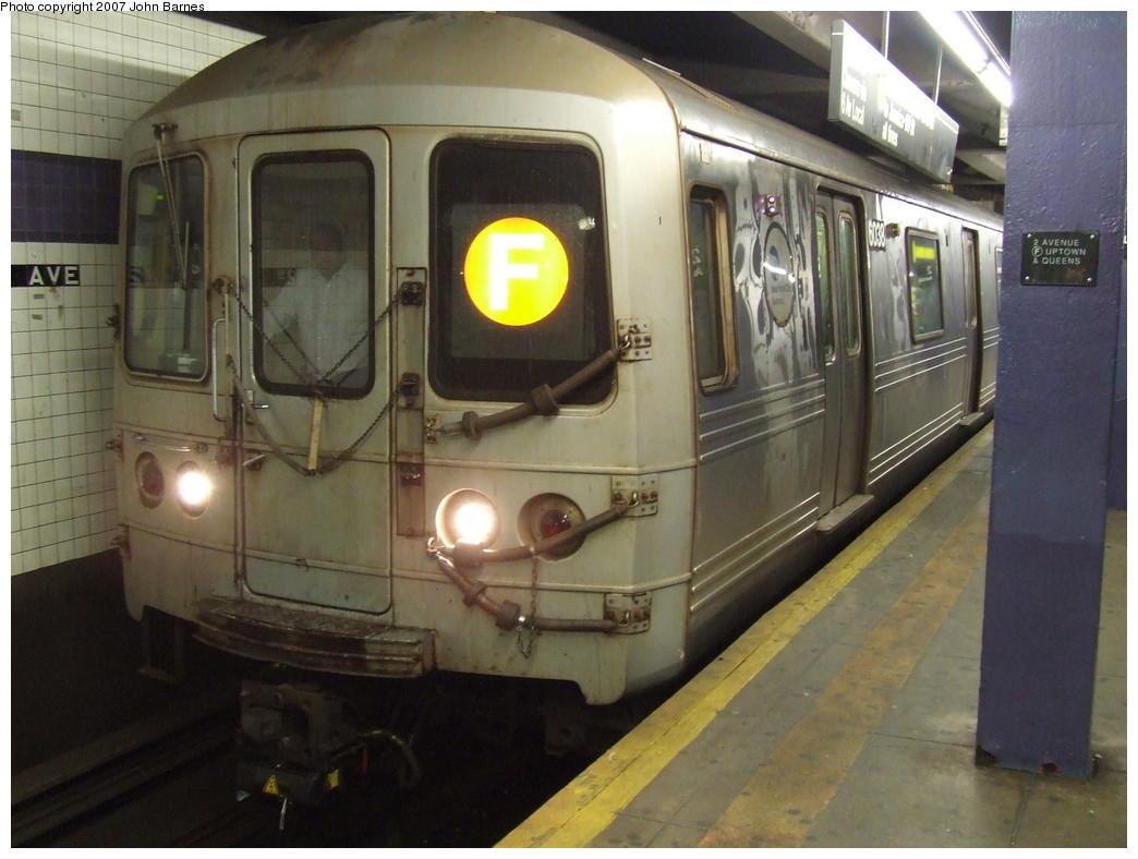 (196k, 1044x788)<br><b>Country:</b> United States<br><b>City:</b> New York<br><b>System:</b> New York City Transit<br><b>Line:</b> IND 6th Avenue Line<br><b>Location:</b> 2nd Avenue <br><b>Route:</b> F<br><b>Car:</b> R-46 (Pullman-Standard, 1974-75) 6038 <br><b>Photo by:</b> John Barnes<br><b>Date:</b> 12/16/2007<br><b>Viewed (this week/total):</b> 0 / 2055