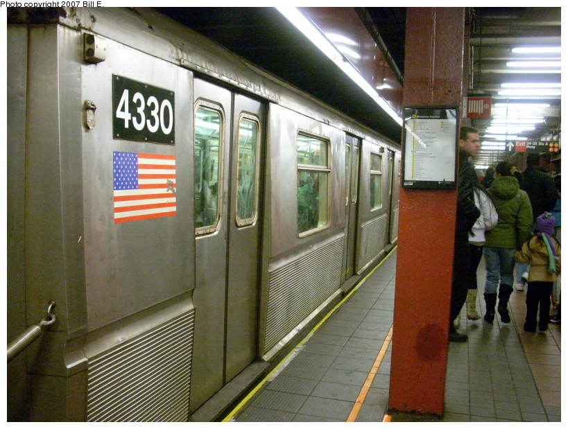 (192k, 819x619)<br><b>Country:</b> United States<br><b>City:</b> New York<br><b>System:</b> New York City Transit<br><b>Line:</b> BMT Broadway Line<br><b>Location:</b> 34th Street/Herald Square <br><b>Route:</b> Q<br><b>Car:</b> R-40 (St. Louis, 1968)  4330 <br><b>Photo by:</b> Bill E.<br><b>Date:</b> 12/22/2007<br><b>Viewed (this week/total):</b> 5 / 3392