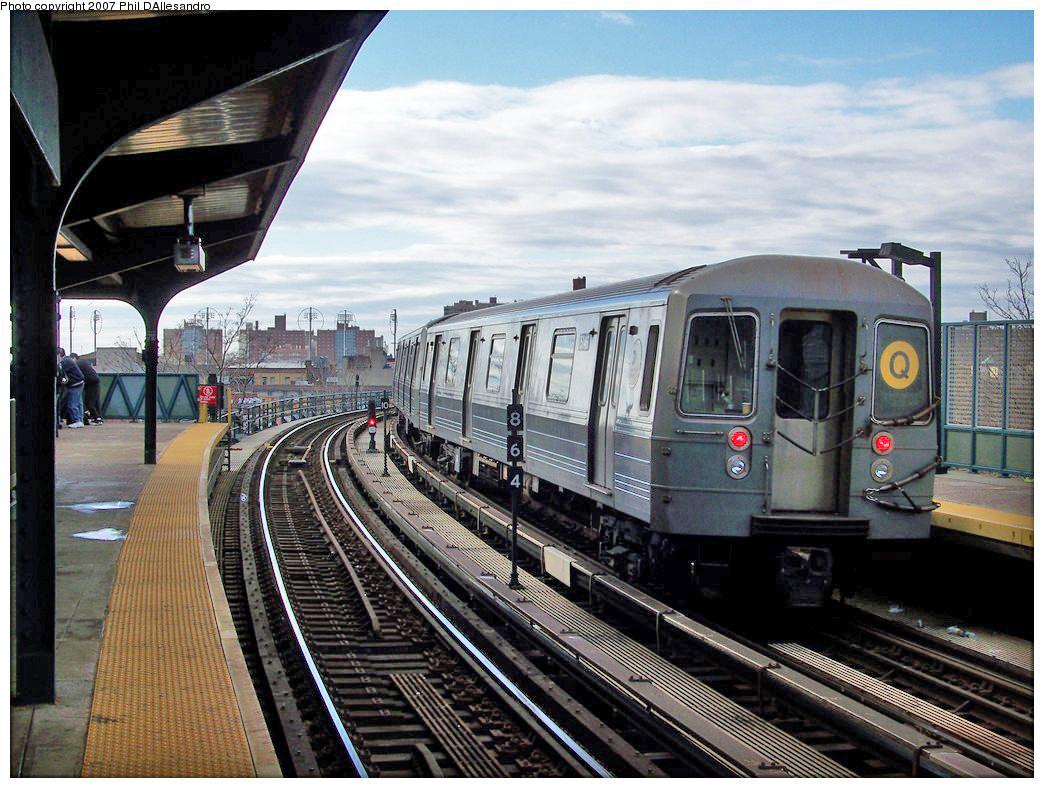 (325k, 1044x788)<br><b>Country:</b> United States<br><b>City:</b> New York<br><b>System:</b> New York City Transit<br><b>Line:</b> BMT Brighton Line<br><b>Location:</b> West 8th Street <br><b>Route:</b> Q<br><b>Car:</b> R-68A (Kawasaki, 1988-1989)  5146 <br><b>Photo by:</b> Philip D'Allesandro<br><b>Date:</b> 12/25/2007<br><b>Viewed (this week/total):</b> 0 / 1876