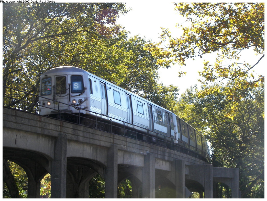 (408k, 1044x788)<br><b>Country:</b> United States<br><b>City:</b> New York<br><b>System:</b> New York City Transit<br><b>Line:</b> IND Rockaway<br><b>Location:</b> Hammels Wye <br><b>Route:</b> S<br><b>Car:</b> R-44 (St. Louis, 1971-73)  <br><b>Photo by:</b> David-Paul Gerber<br><b>Date:</b> 10/21/2007<br><b>Viewed (this week/total):</b> 4 / 4050