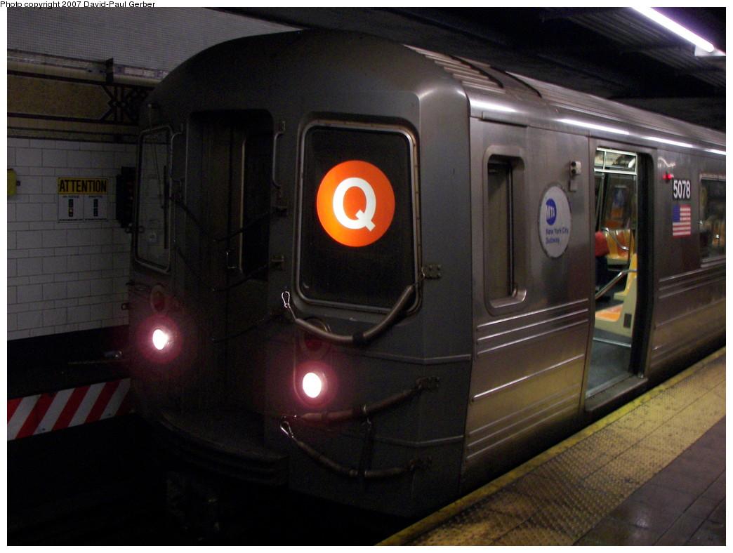 (242k, 1044x788)<br><b>Country:</b> United States<br><b>City:</b> New York<br><b>System:</b> New York City Transit<br><b>Location:</b> DeKalb Avenue<br><b>Route:</b> Q<br><b>Car:</b> R-68A (Kawasaki, 1988-1989)  5078 <br><b>Photo by:</b> David-Paul Gerber<br><b>Date:</b> 12/23/2007<br><b>Viewed (this week/total):</b> 4 / 3613
