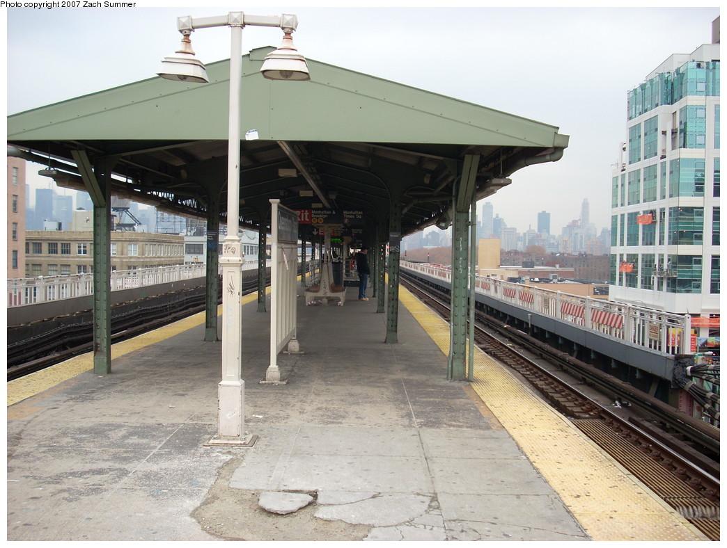 (267k, 1044x788)<br><b>Country:</b> United States<br><b>City:</b> New York<br><b>System:</b> New York City Transit<br><b>Location:</b> Queensborough Plaza <br><b>Photo by:</b> Zach Summer<br><b>Date:</b> 12/11/2007<br><b>Notes:</b> Upper platform view.<br><b>Viewed (this week/total):</b> 0 / 1968