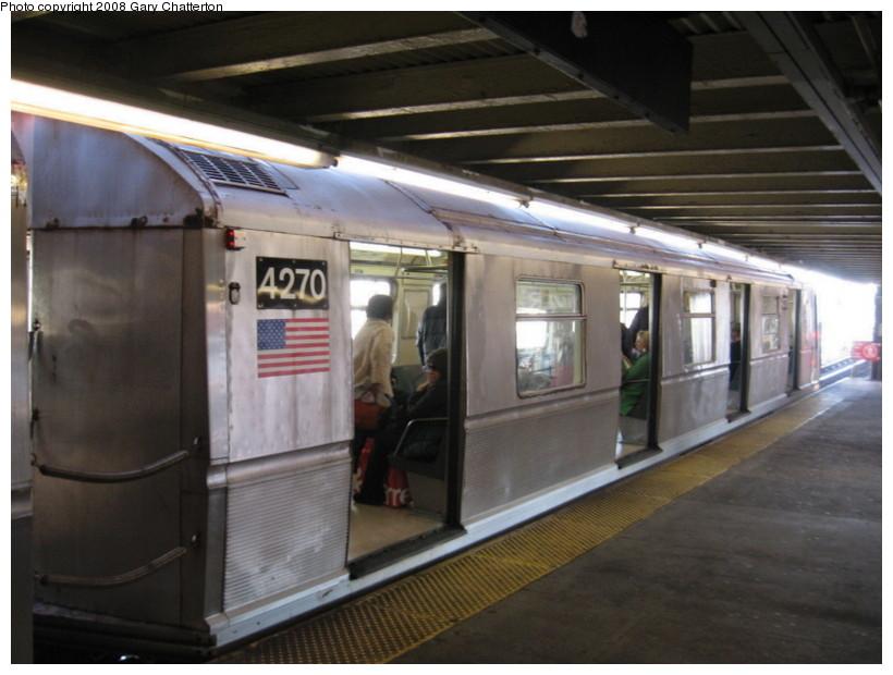 (118k, 820x620)<br><b>Country:</b> United States<br><b>City:</b> New York<br><b>System:</b> New York City Transit<br><b>Line:</b> BMT Astoria Line<br><b>Location:</b> Queensborough Plaza <br><b>Route:</b> W<br><b>Car:</b> R-40 (St. Louis, 1968)  4270 <br><b>Photo by:</b> Gary Chatterton<br><b>Date:</b> 12/28/2007<br><b>Viewed (this week/total):</b> 0 / 1675
