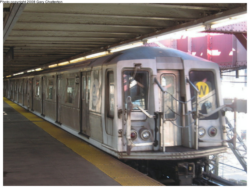 (125k, 820x620)<br><b>Country:</b> United States<br><b>City:</b> New York<br><b>System:</b> New York City Transit<br><b>Line:</b> BMT Astoria Line<br><b>Location:</b> Queensborough Plaza <br><b>Route:</b> W<br><b>Car:</b> R-40 (St. Louis, 1968)  4270 <br><b>Photo by:</b> Gary Chatterton<br><b>Date:</b> 12/28/2007<br><b>Viewed (this week/total):</b> 0 / 1580
