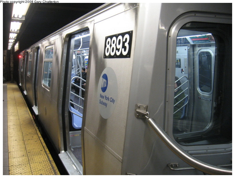 (129k, 820x620)<br><b>Country:</b> United States<br><b>City:</b> New York<br><b>System:</b> New York City Transit<br><b>Line:</b> BMT Broadway Line<br><b>Location:</b> Lexington Avenue (59th Street) <br><b>Route:</b> N<br><b>Car:</b> R-160B (Kawasaki, 2005-2008)  8893 <br><b>Photo by:</b> Gary Chatterton<br><b>Date:</b> 12/28/2007<br><b>Viewed (this week/total):</b> 2 / 3106