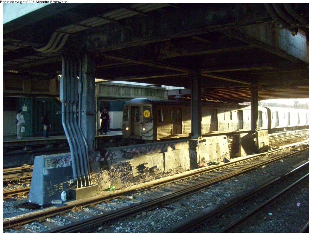 (295k, 1044x791)<br><b>Country:</b> United States<br><b>City:</b> New York<br><b>System:</b> New York City Transit<br><b>Line:</b> BMT Sea Beach Line<br><b>Location:</b> 8th Avenue <br><b>Route:</b> N<br><b>Car:</b> R-68 (Westinghouse-Amrail, 1986-1988)  2828 <br><b>Photo by:</b> Aliandro Brathwaite<br><b>Date:</b> 12/24/2007<br><b>Viewed (this week/total):</b> 2 / 2807