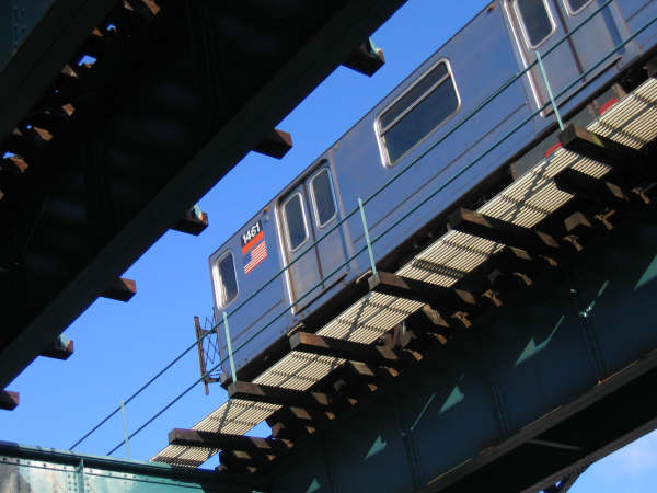 (39k, 600x450)<br><b>Country:</b> United States<br><b>City:</b> New York<br><b>System:</b> New York City Transit<br><b>Line:</b> IRT Brooklyn Line<br><b>Location:</b> E.98th St @ Kings Hwy <br><b>Route:</b> 3<br><b>Car:</b> R-62 (Kawasaki, 1983-1985)  1461 <br><b>Photo by:</b> Professor J<br><b>Date:</b> 12/31/2007<br><b>Viewed (this week/total):</b> 0 / 1525