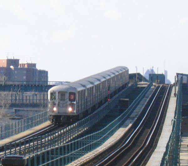 (38k, 600x530)<br><b>Country:</b> United States<br><b>City:</b> New York<br><b>System:</b> New York City Transit<br><b>Line:</b> IRT Brooklyn Line<br><b>Location:</b> Pennsylvania Avenue <br><b>Route:</b> 3<br><b>Car:</b> R-62 (Kawasaki, 1983-1985)   <br><b>Photo by:</b> Professor J<br><b>Date:</b> 12/31/2007<br><b>Viewed (this week/total):</b> 2 / 2980
