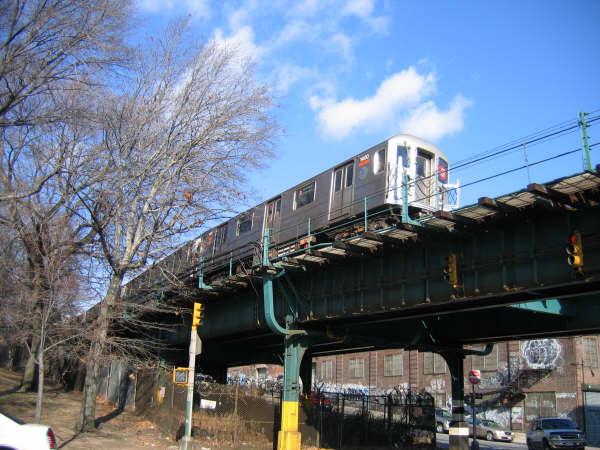 (56k, 600x450)<br><b>Country:</b> United States<br><b>City:</b> New York<br><b>System:</b> New York City Transit<br><b>Line:</b> IRT Brooklyn Line<br><b>Location:</b> Utica Portal-New Lots Line <br><b>Route:</b> 3<br><b>Car:</b> R-62 (Kawasaki, 1983-1985)   <br><b>Photo by:</b> Professor J<br><b>Date:</b> 12/31/2007<br><b>Viewed (this week/total):</b> 0 / 1246