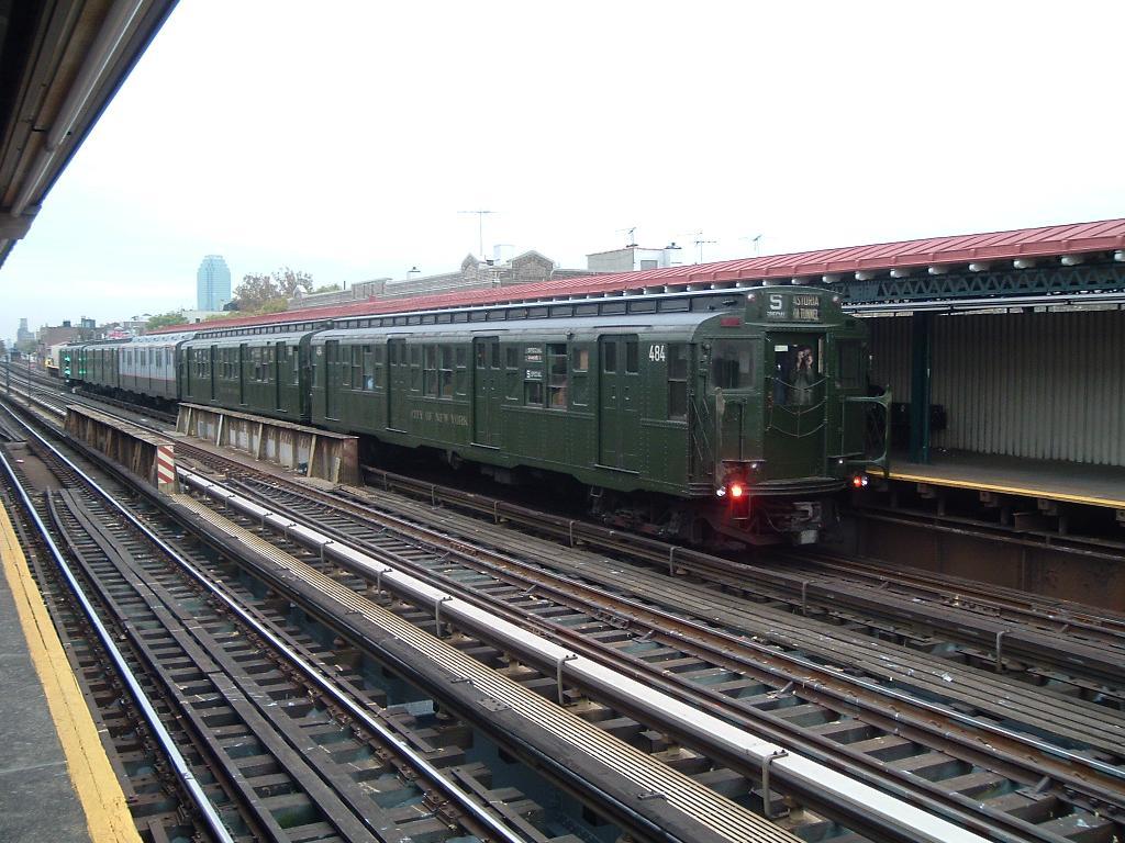 (137k, 1024x768)<br><b>Country:</b> United States<br><b>City:</b> New York<br><b>System:</b> New York City Transit<br><b>Line:</b> BMT Astoria Line<br><b>Location:</b> Broadway <br><b>Route:</b> Fan Trip<br><b>Car:</b> R-4 (American Car & Foundry, 1932-1933) 484 <br><b>Photo by:</b> Chris Reidy<br><b>Date:</b> 10/29/2004<br><b>Viewed (this week/total):</b> 1 / 1624