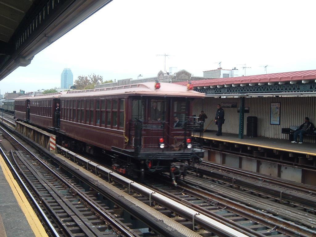 (126k, 1024x768)<br><b>Country:</b> United States<br><b>City:</b> New York<br><b>System:</b> New York City Transit<br><b>Line:</b> BMT Astoria Line<br><b>Location:</b> Broadway <br><b>Route:</b> Fan Trip<br><b>Car:</b> BMT Elevated Gate Car 1404 <br><b>Photo by:</b> Chris Reidy<br><b>Date:</b> 10/29/2004<br><b>Viewed (this week/total):</b> 2 / 1391