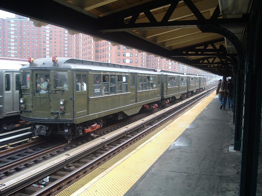 (149k, 1024x768)<br><b>Country:</b> United States<br><b>City:</b> New York<br><b>System:</b> New York City Transit<br><b>Line:</b> IRT West Side Line<br><b>Location:</b> 125th Street <br><b>Route:</b> Fan Trip<br><b>Car:</b> Low-V (Museum Train) 5292 <br><b>Photo by:</b> Chris Reidy<br><b>Date:</b> 11/21/2004<br><b>Viewed (this week/total):</b> 0 / 1325