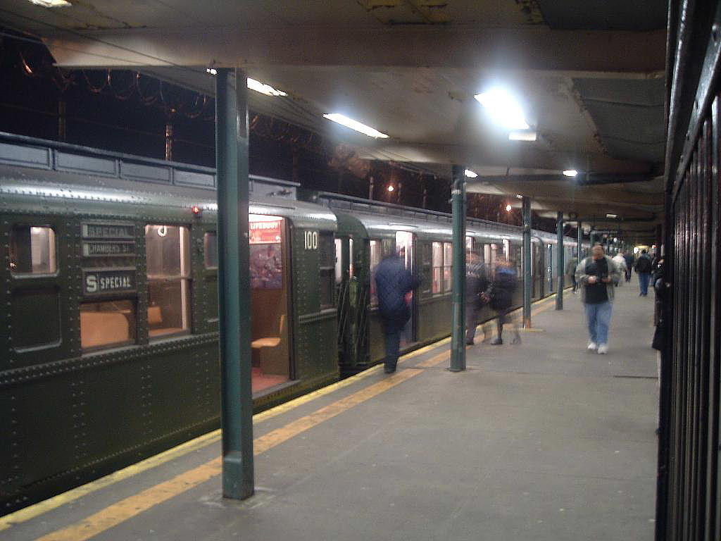 (109k, 1024x768)<br><b>Country:</b> United States<br><b>City:</b> New York<br><b>System:</b> New York City Transit<br><b>Line:</b> BMT Canarsie Line<br><b>Location:</b> Rockaway Parkway <br><b>Route:</b> Fan Trip<br><b>Car:</b> R-1 (American Car & Foundry, 1930-1931) 100 <br><b>Photo by:</b> Chris Reidy<br><b>Date:</b> 11/2005<br><b>Viewed (this week/total):</b> 0 / 2225