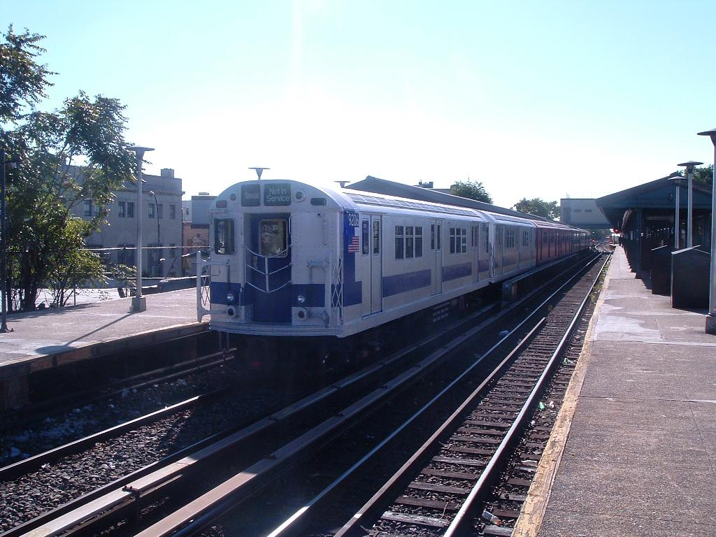 (137k, 1024x768)<br><b>Country:</b> United States<br><b>City:</b> New York<br><b>System:</b> New York City Transit<br><b>Line:</b> BMT Brighton Line<br><b>Location:</b> Kings Highway <br><b>Route:</b> Fan Trip<br><b>Car:</b> R-33 Main Line (St. Louis, 1962-63) 9206 <br><b>Photo by:</b> Chris Reidy<br><b>Date:</b> 10/23/2004<br><b>Viewed (this week/total):</b> 0 / 1497