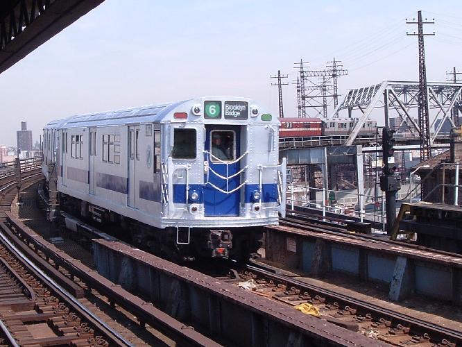 (72k, 666x500)<br><b>Country:</b> United States<br><b>City:</b> New York<br><b>System:</b> New York City Transit<br><b>Line:</b> IRT Pelham Line<br><b>Location:</b> Whitlock Avenue <br><b>Route:</b> Fan Trip<br><b>Car:</b> R-33 Main Line (St. Louis, 1962-63) 9206 <br><b>Photo by:</b> Chris Reidy<br><b>Date:</b> 4/17/2004<br><b>Viewed (this week/total):</b> 0 / 2056