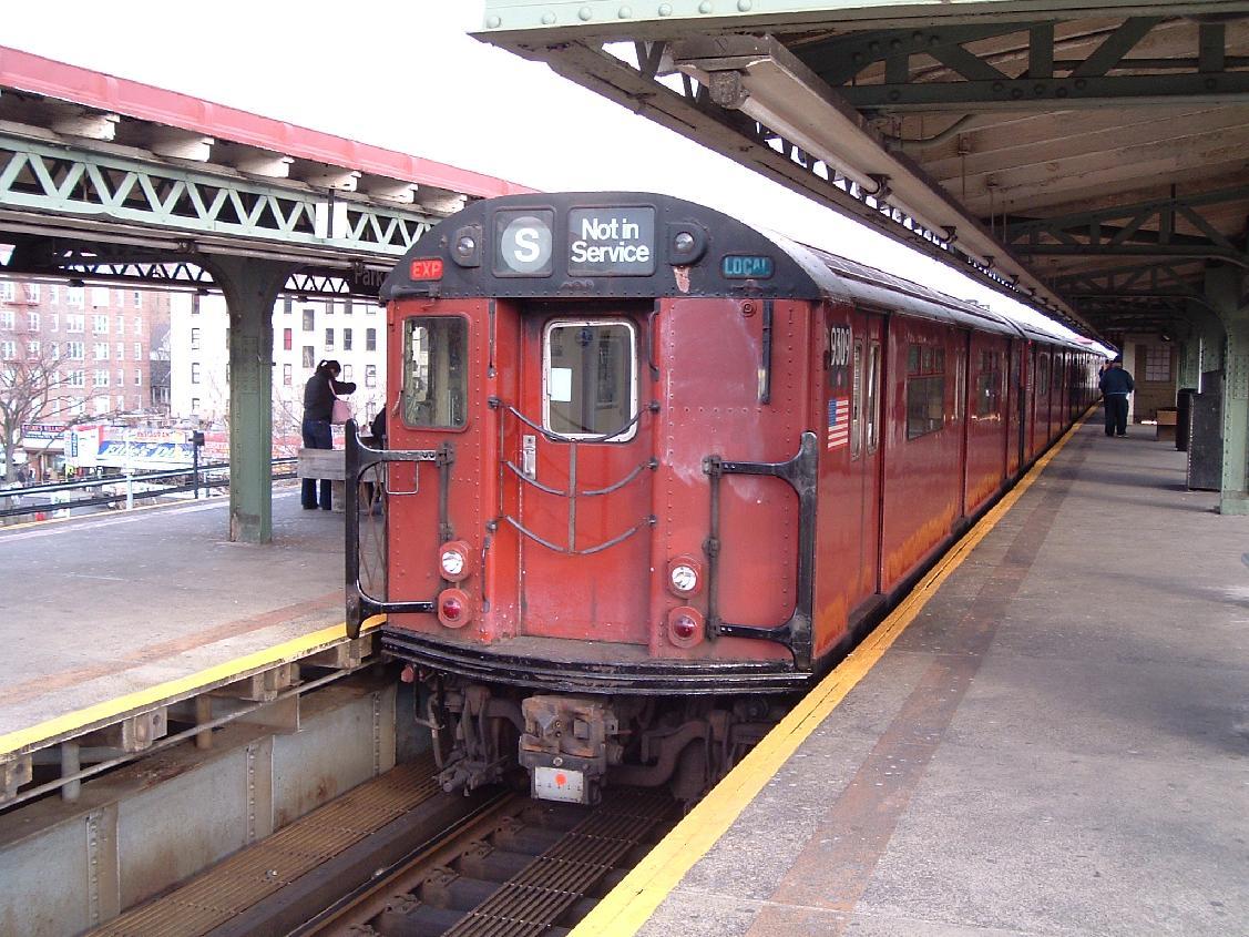 (178k, 1127x845)<br><b>Country:</b> United States<br><b>City:</b> New York<br><b>System:</b> New York City Transit<br><b>Line:</b> IRT Pelham Line<br><b>Location:</b> East 177th Street/Parkchester <br><b>Route:</b> Fan Trip<br><b>Car:</b> R-33 World's Fair (St. Louis, 1963-64) 9309 <br><b>Photo by:</b> Chris Reidy<br><b>Date:</b> 12/20/2003<br><b>Viewed (this week/total):</b> 0 / 1947