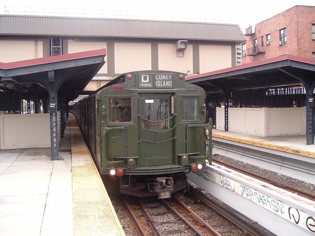 (135k, 1024x768)<br><b>Country:</b> United States<br><b>City:</b> New York<br><b>System:</b> New York City Transit<br><b>Line:</b> BMT Brighton Line<br><b>Location:</b> Ocean Parkway <br><b>Route:</b> Fan Trip<br><b>Car:</b> R-4 (American Car & Foundry, 1932-1933) 484 <br><b>Photo by:</b> Chris Reidy<br><b>Date:</b> 7/24/2004<br><b>Viewed (this week/total):</b> 0 / 1714