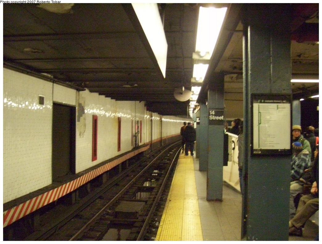 (220k, 1044x791)<br><b>Country:</b> United States<br><b>City:</b> New York<br><b>System:</b> New York City Transit<br><b>Line:</b> IRT East Side Line<br><b>Location:</b> 14th Street/Union Square <br><b>Photo by:</b> Roberto C. Tobar<br><b>Date:</b> 12/28/2007<br><b>Viewed (this week/total):</b> 0 / 2498