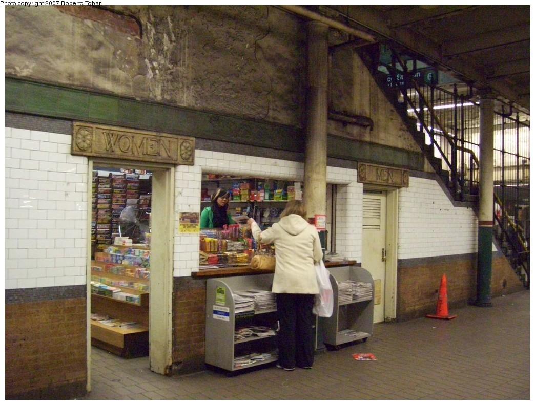 (232k, 1044x791)<br><b>Country:</b> United States<br><b>City:</b> New York<br><b>System:</b> New York City Transit<br><b>Line:</b> IRT East Side Line<br><b>Location:</b> Astor Place <br><b>Photo by:</b> Roberto C. Tobar<br><b>Date:</b> 12/28/2007<br><b>Viewed (this week/total):</b> 0 / 1651