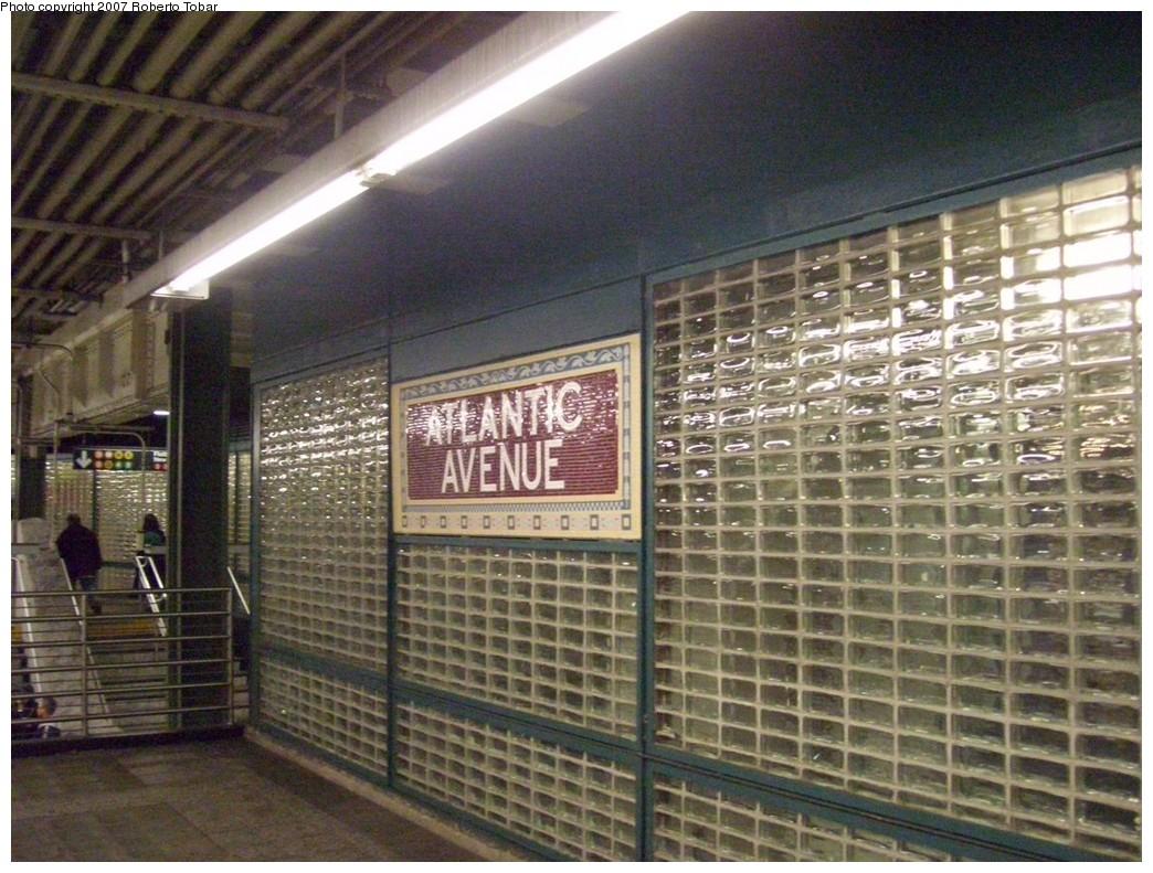 (251k, 1044x791)<br><b>Country:</b> United States<br><b>City:</b> New York<br><b>System:</b> New York City Transit<br><b>Line:</b> IRT Brooklyn Line<br><b>Location:</b> Atlantic Avenue <br><b>Photo by:</b> Roberto C. Tobar<br><b>Date:</b> 12/28/2007<br><b>Viewed (this week/total):</b> 1 / 2006