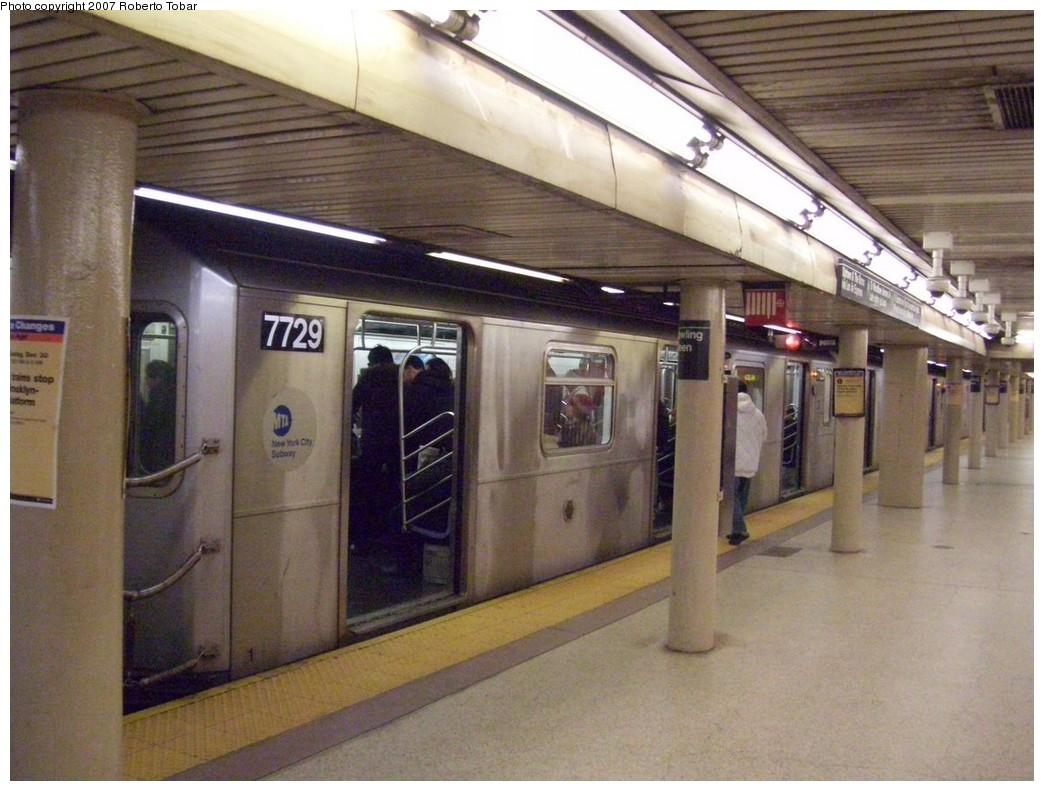 (211k, 1044x791)<br><b>Country:</b> United States<br><b>City:</b> New York<br><b>System:</b> New York City Transit<br><b>Line:</b> IRT East Side Line<br><b>Location:</b> Bowling Green <br><b>Route:</b> 4<br><b>Car:</b> R-142A (Option Order, Kawasaki, 2002-2003)  7729 <br><b>Photo by:</b> Roberto C. Tobar<br><b>Date:</b> 12/28/2007<br><b>Viewed (this week/total):</b> 1 / 2532