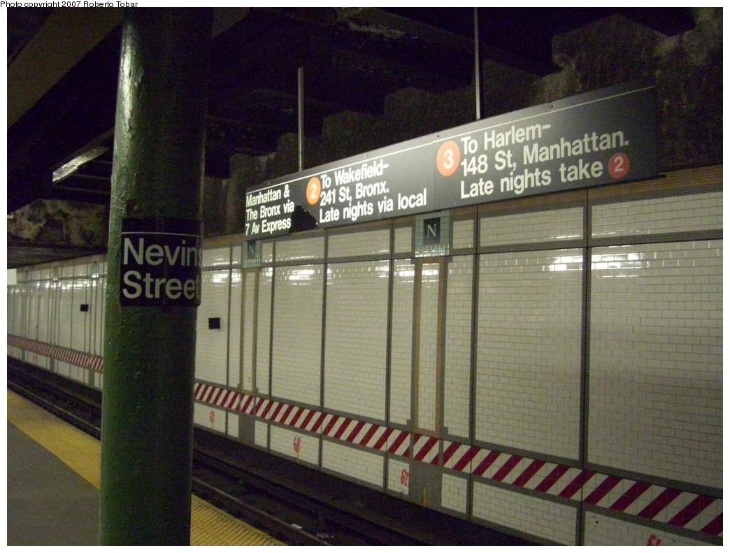 (223k, 1044x791)<br><b>Country:</b> United States<br><b>City:</b> New York<br><b>System:</b> New York City Transit<br><b>Line:</b> IRT Brooklyn Line<br><b>Location:</b> Nevins Street <br><b>Photo by:</b> Roberto C. Tobar<br><b>Date:</b> 12/28/2007<br><b>Viewed (this week/total):</b> 1 / 3374