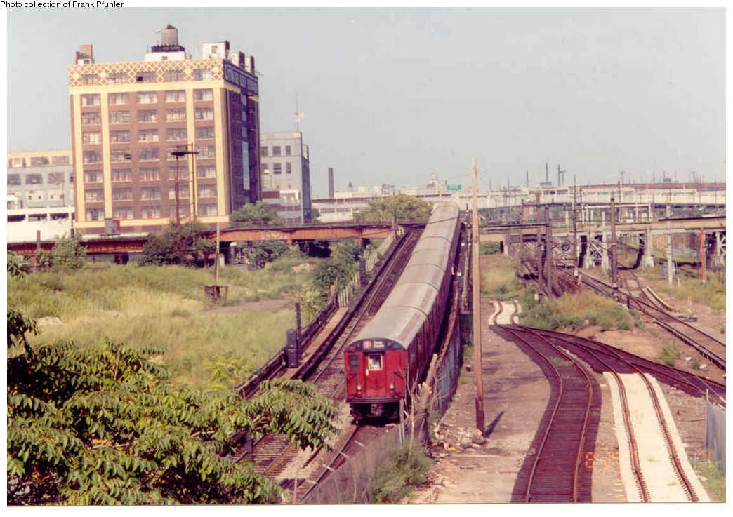 (267k, 1044x737)<br><b>Country:</b> United States<br><b>City:</b> New York<br><b>System:</b> New York City Transit<br><b>Line:</b> IRT Flushing Line<br><b>Location:</b> Hunterspoint Avenue <br><b>Collection of:</b> Frank Pfuhler<br><b>Date:</b> 8/29/1999<br><b>Viewed (this week/total):</b> 1 / 2435