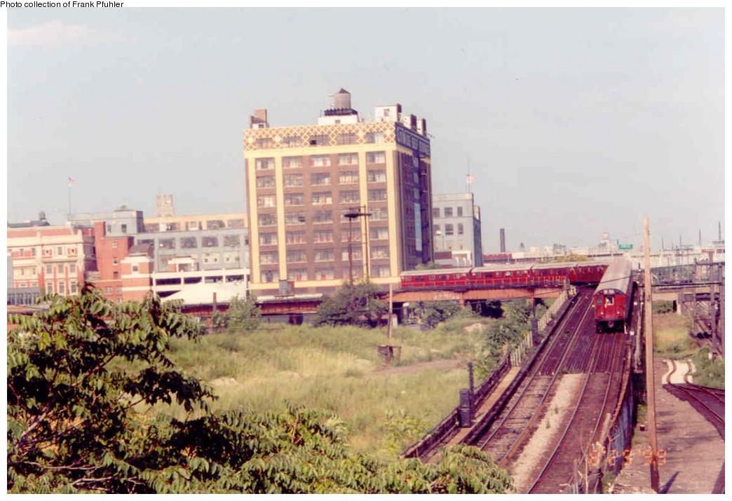 (231k, 1044x715)<br><b>Country:</b> United States<br><b>City:</b> New York<br><b>System:</b> New York City Transit<br><b>Line:</b> IRT Flushing Line<br><b>Location:</b> Hunterspoint Avenue <br><b>Collection of:</b> Frank Pfuhler<br><b>Date:</b> 8/29/1999<br><b>Viewed (this week/total):</b> 0 / 2068