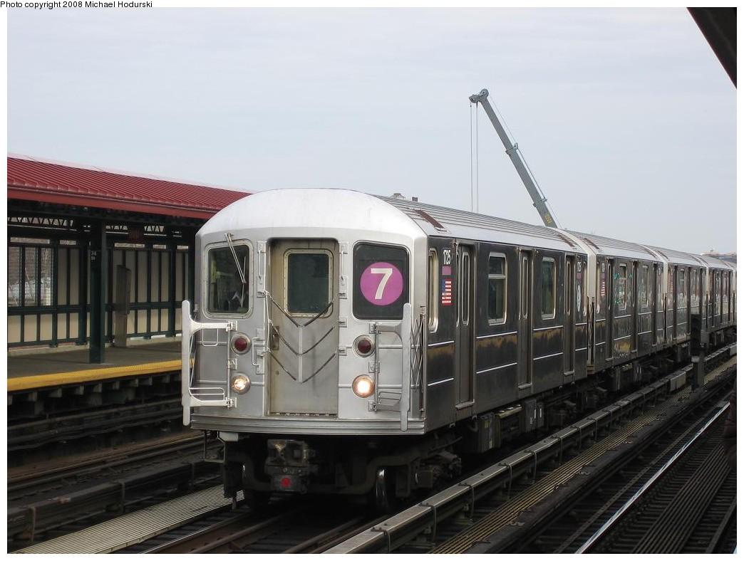 (180k, 1044x788)<br><b>Country:</b> United States<br><b>City:</b> New York<br><b>System:</b> New York City Transit<br><b>Line:</b> IRT Flushing Line<br><b>Location:</b> 74th Street/Broadway <br><b>Route:</b> 7<br><b>Car:</b> R-62A (Bombardier, 1984-1987)  1725 <br><b>Photo by:</b> Michael Hodurski<br><b>Date:</b> 12/30/2007<br><b>Viewed (this week/total):</b> 0 / 1531