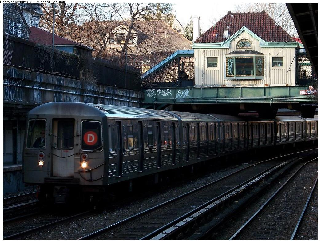 (296k, 1044x790)<br><b>Country:</b> United States<br><b>City:</b> New York<br><b>System:</b> New York City Transit<br><b>Line:</b> BMT Brighton Line<br><b>Location:</b> Beverley Road <br><b>Route:</b> D reroute<br><b>Car:</b> R-68 (Westinghouse-Amrail, 1986-1988)  2636 <br><b>Photo by:</b> Michael Hodurski<br><b>Date:</b> 12/24/2007<br><b>Viewed (this week/total):</b> 3 / 2845