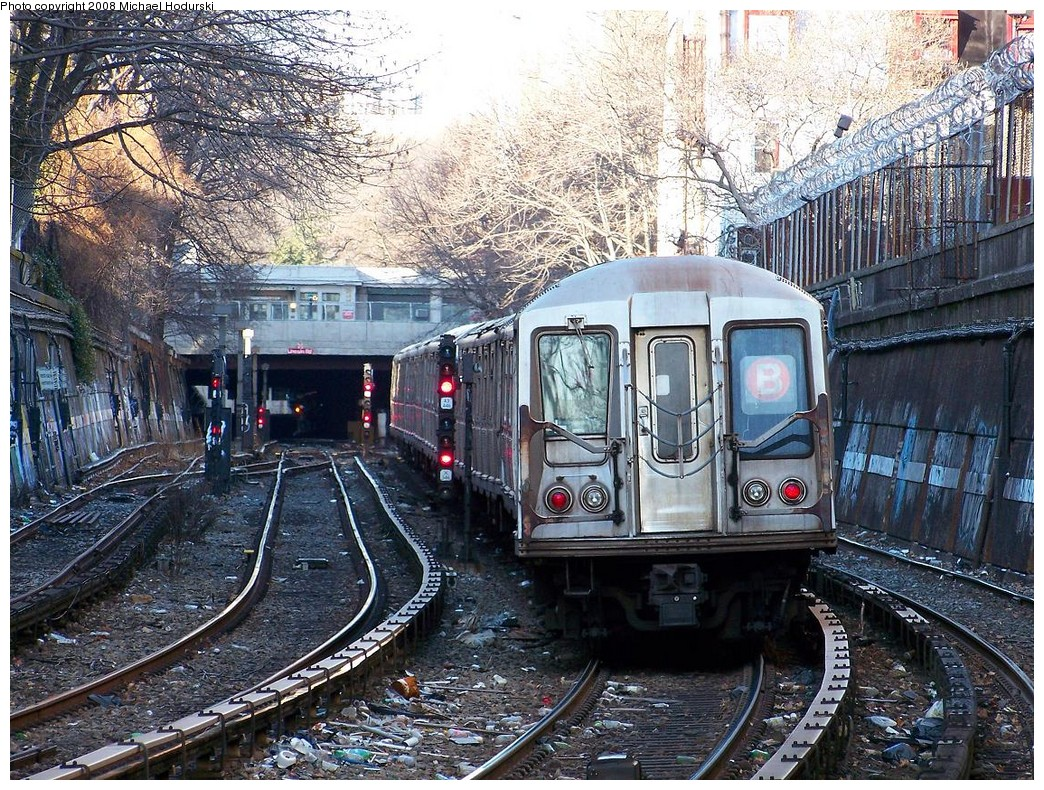 (376k, 1044x790)<br><b>Country:</b> United States<br><b>City:</b> New York<br><b>System:</b> New York City Transit<br><b>Line:</b> BMT Brighton Line<br><b>Location:</b> Prospect Park <br><b>Route:</b> B<br><b>Car:</b> R-40 (St. Louis, 1968)  4211 <br><b>Photo by:</b> Michael Hodurski<br><b>Date:</b> 12/24/2007<br><b>Notes:</b> RFW view north to Prospect Park.<br><b>Viewed (this week/total):</b> 1 / 3199