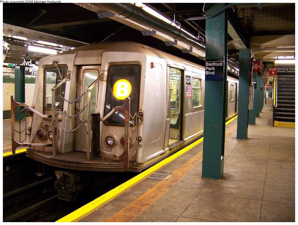 (252k, 1044x790)<br><b>Country:</b> United States<br><b>City:</b> New York<br><b>System:</b> New York City Transit<br><b>Line:</b> IND Concourse Line<br><b>Location:</b> Bedford Park Boulevard <br><b>Route:</b> B<br><b>Car:</b> R-40 (St. Louis, 1968)  4374 <br><b>Photo by:</b> Michael Hodurski<br><b>Date:</b> 10/26/2007<br><b>Viewed (this week/total):</b> 0 / 2678