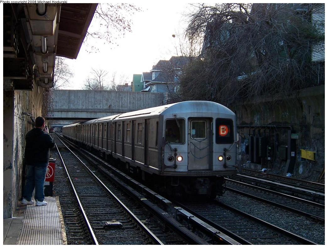 (279k, 1044x790)<br><b>Country:</b> United States<br><b>City:</b> New York<br><b>System:</b> New York City Transit<br><b>Line:</b> BMT Brighton Line<br><b>Location:</b> Cortelyou Road <br><b>Route:</b> B<br><b>Car:</b> R-40M (St. Louis, 1969)  4496 <br><b>Photo by:</b> Michael Hodurski<br><b>Date:</b> 12/24/2007<br><b>Viewed (this week/total):</b> 4 / 2359